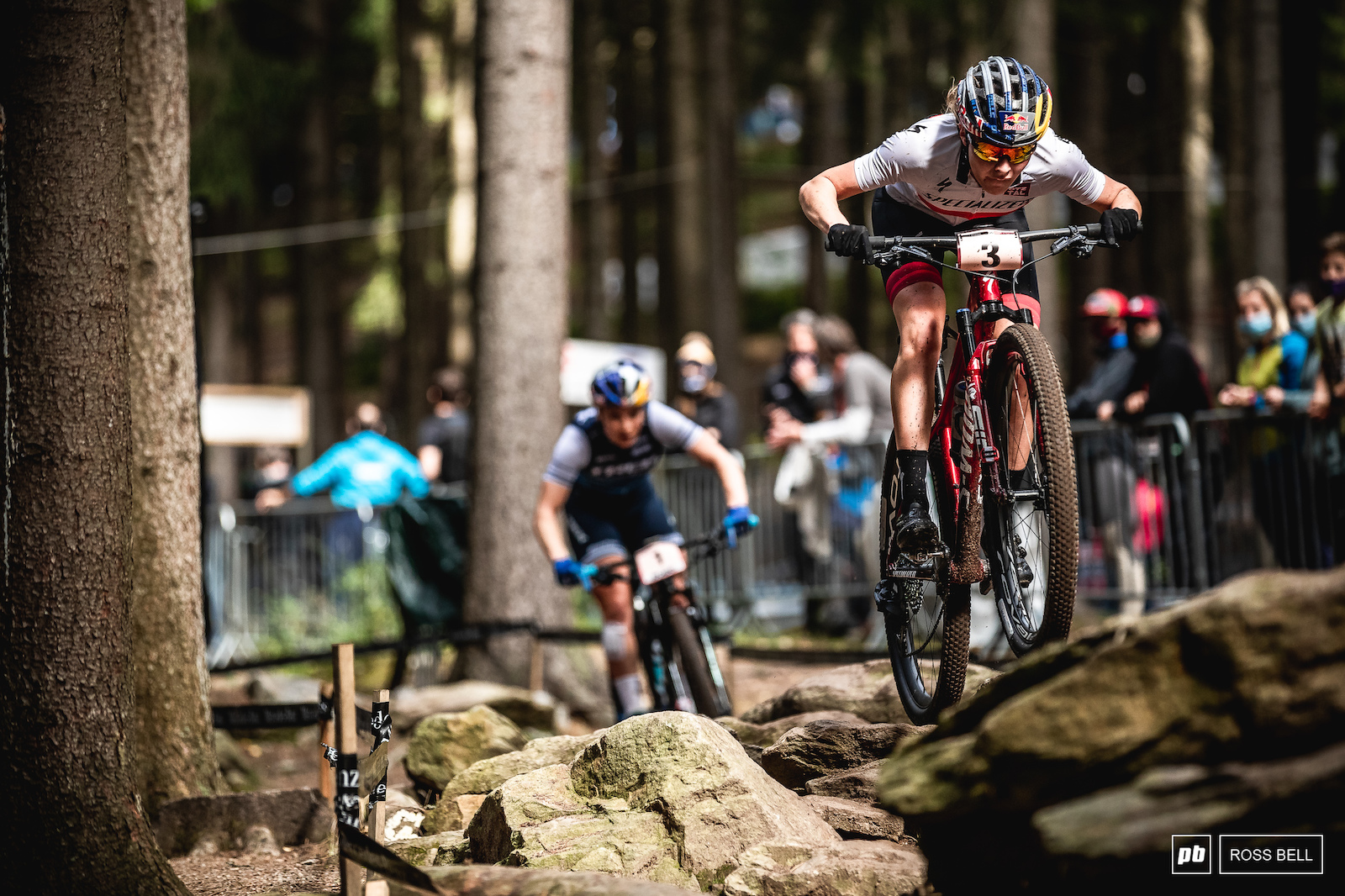 Laura Stigger got the better of Evie Richards after a long battle and was rewarded with the final step on the podium.