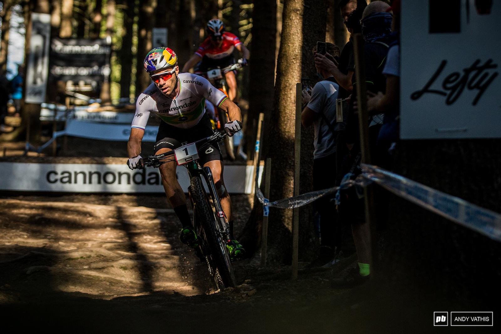 Avancini down the BMX section chasing Nino hard.