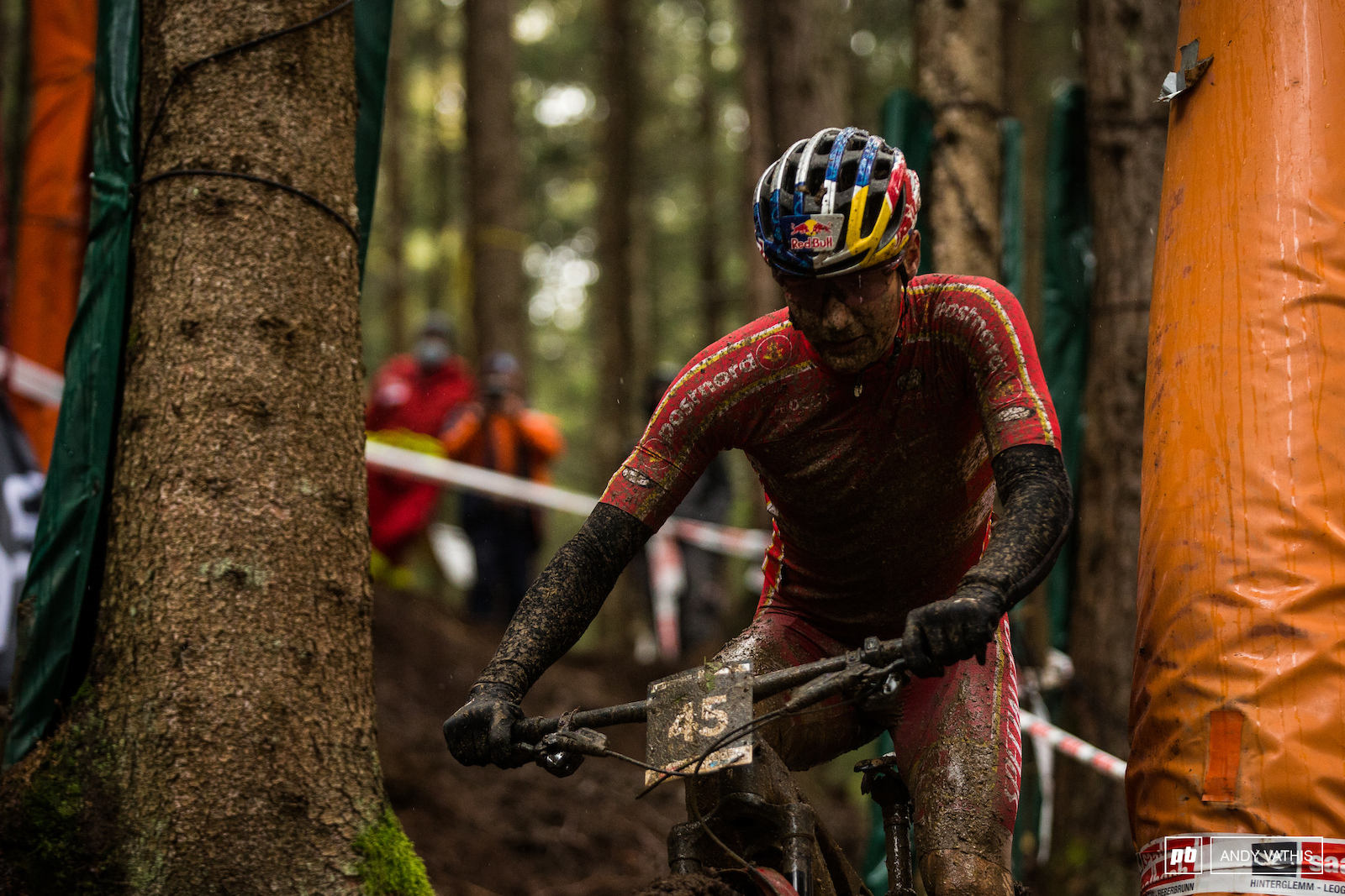 Simone Andreassen pointing and shooting between the pines. Impressive ride from him today.