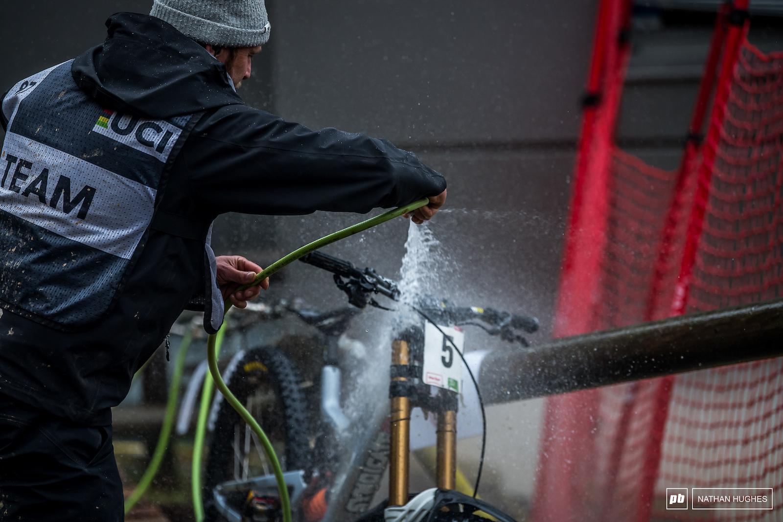 Steve Peat on hose-down duty for today s winner.