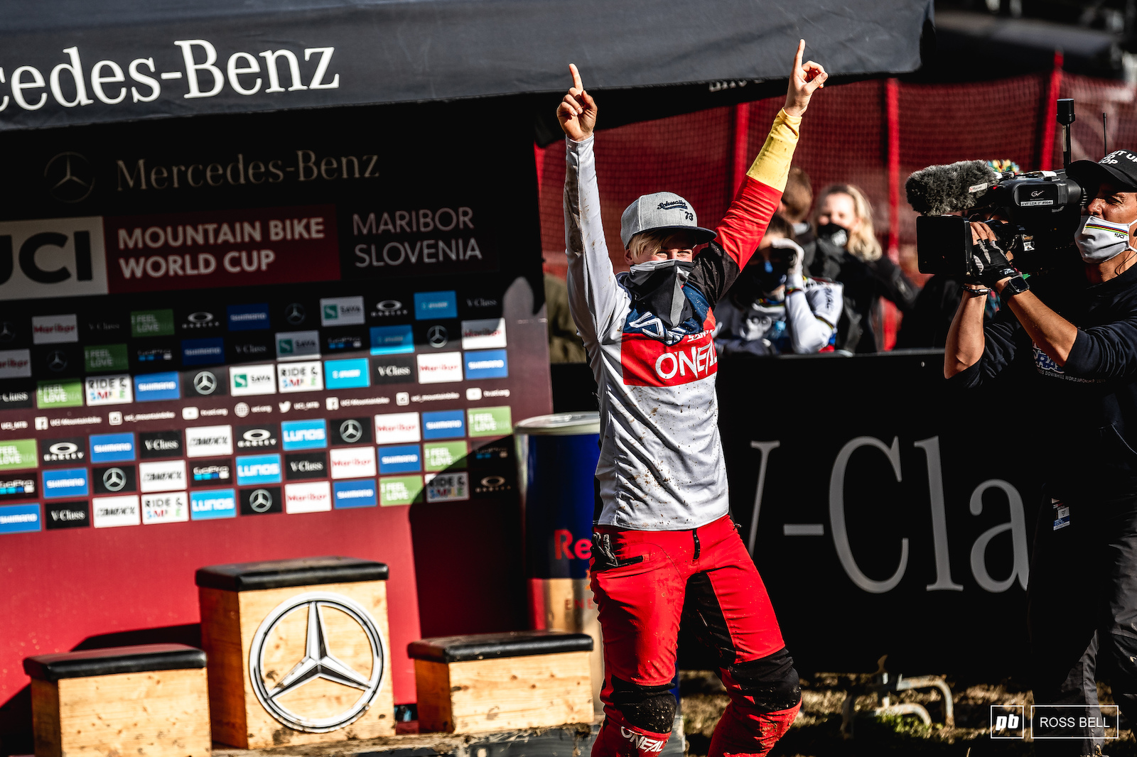 Nina Hoffmann had to wait out the final few riders in the hot seat to see if she could hold on to take her first win. A messy and mistake-ridden run from the last rider down the hill Myriam Nicole meant she did just that.