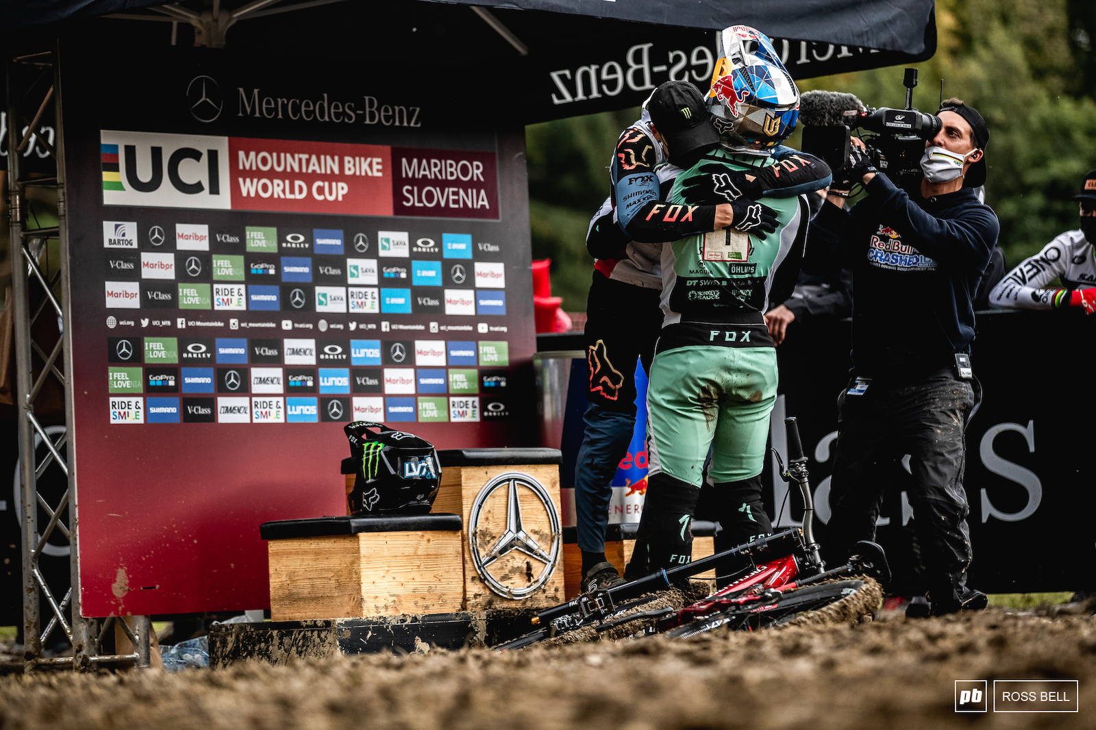 Loic Bruni congratulates Loris Vergier on his third World Cup win and second this week in Maribor.