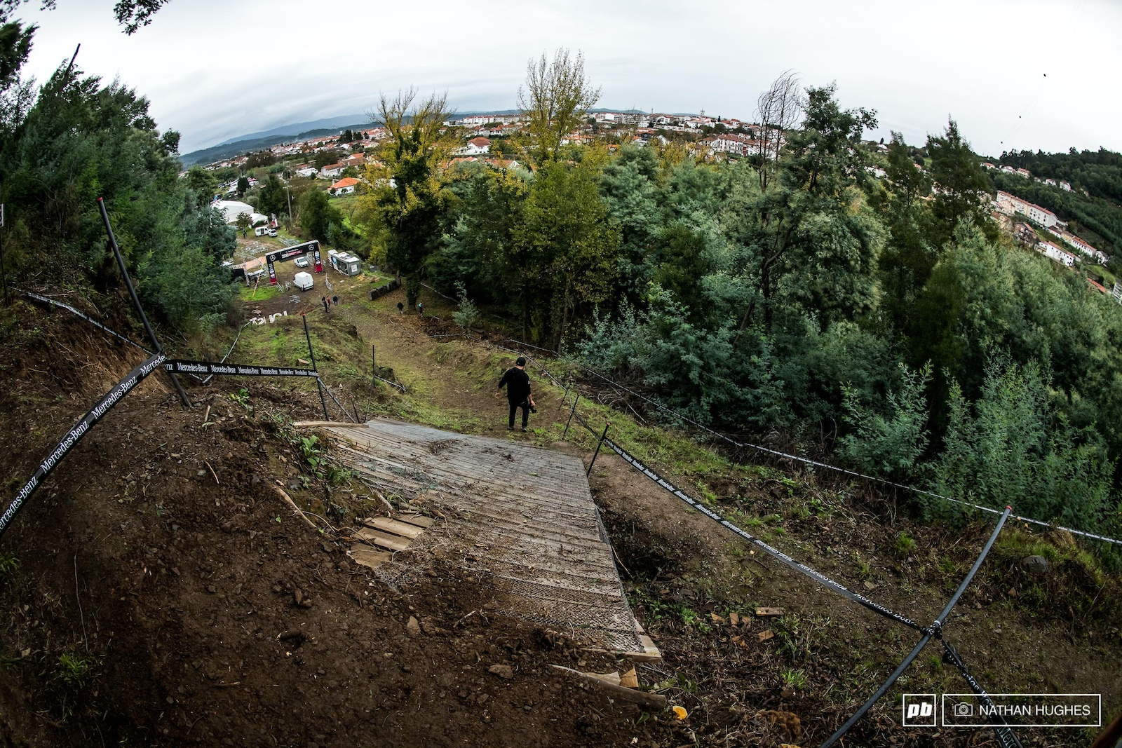 A steep and deep fade-away drop should see a few decent scrubs come race day.