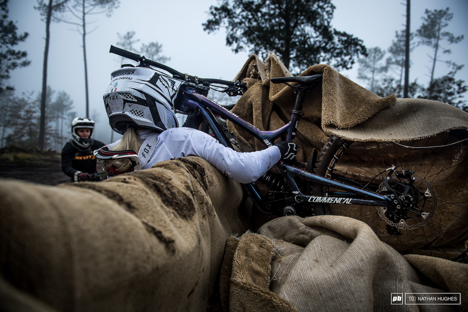 Junior World Champ Lauryn Chappaz unwraps her Commencal steed from the uplift.