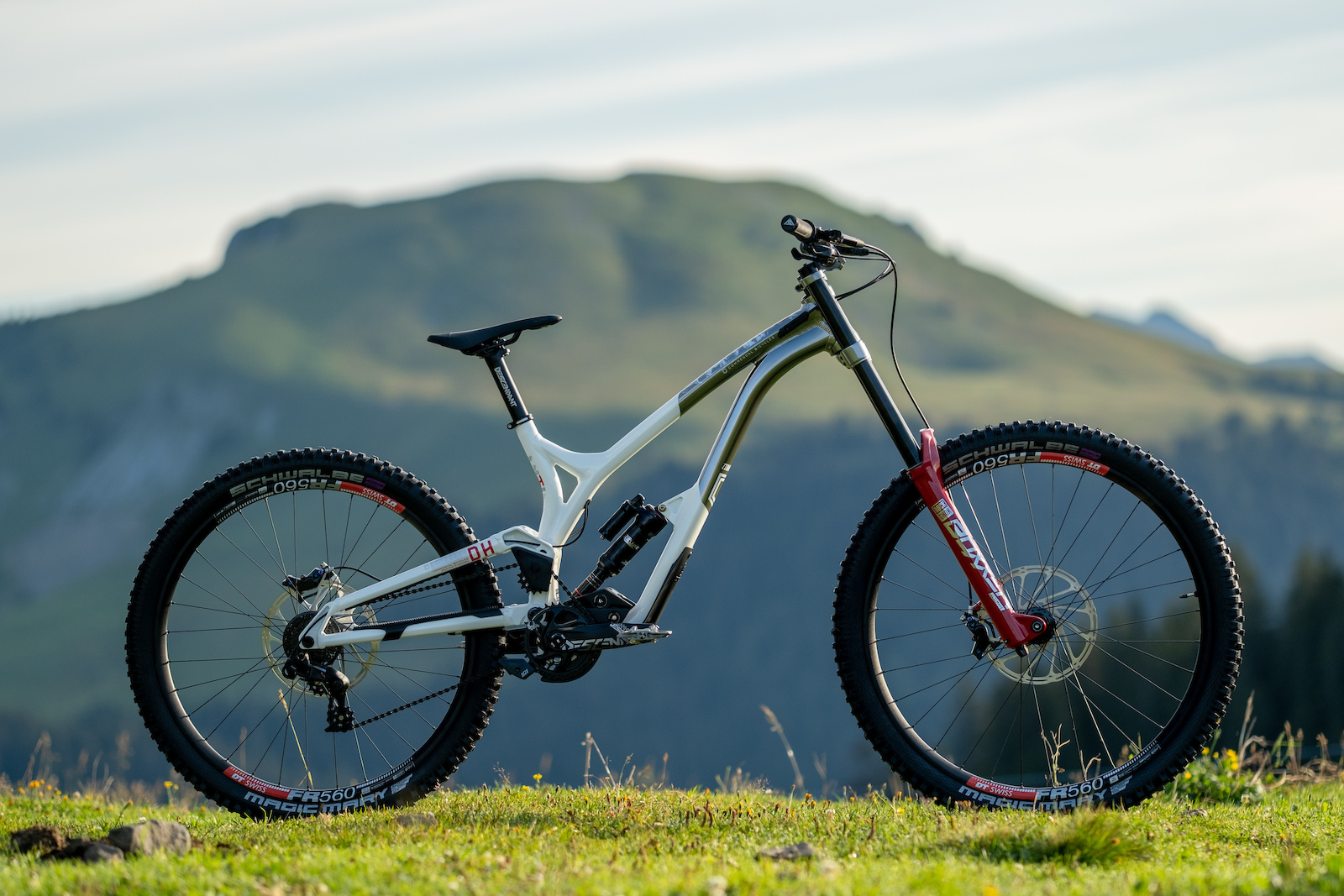 Commencal Supreme DH 29 - 27 Photo Kifcat Shaperideshoot