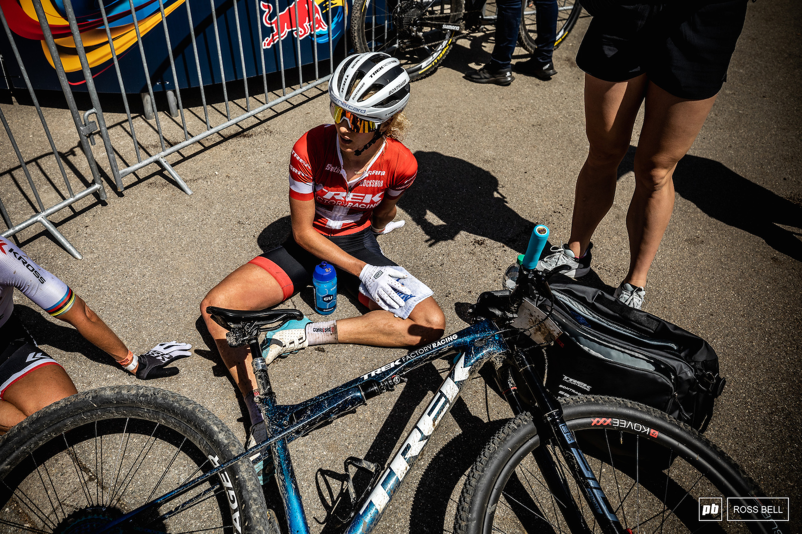 Jolanda Neff had a strong opening half to the race before starting to struggle with her breathing thanks to the pollen that was drifting around in the warm spring air.
