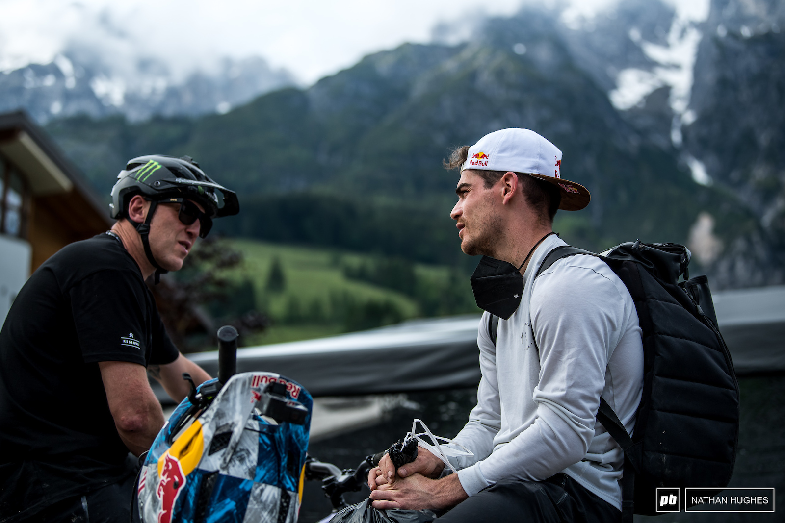 Bruni chats with Steve Peat heading home for some quality Austrian schnitzel.
