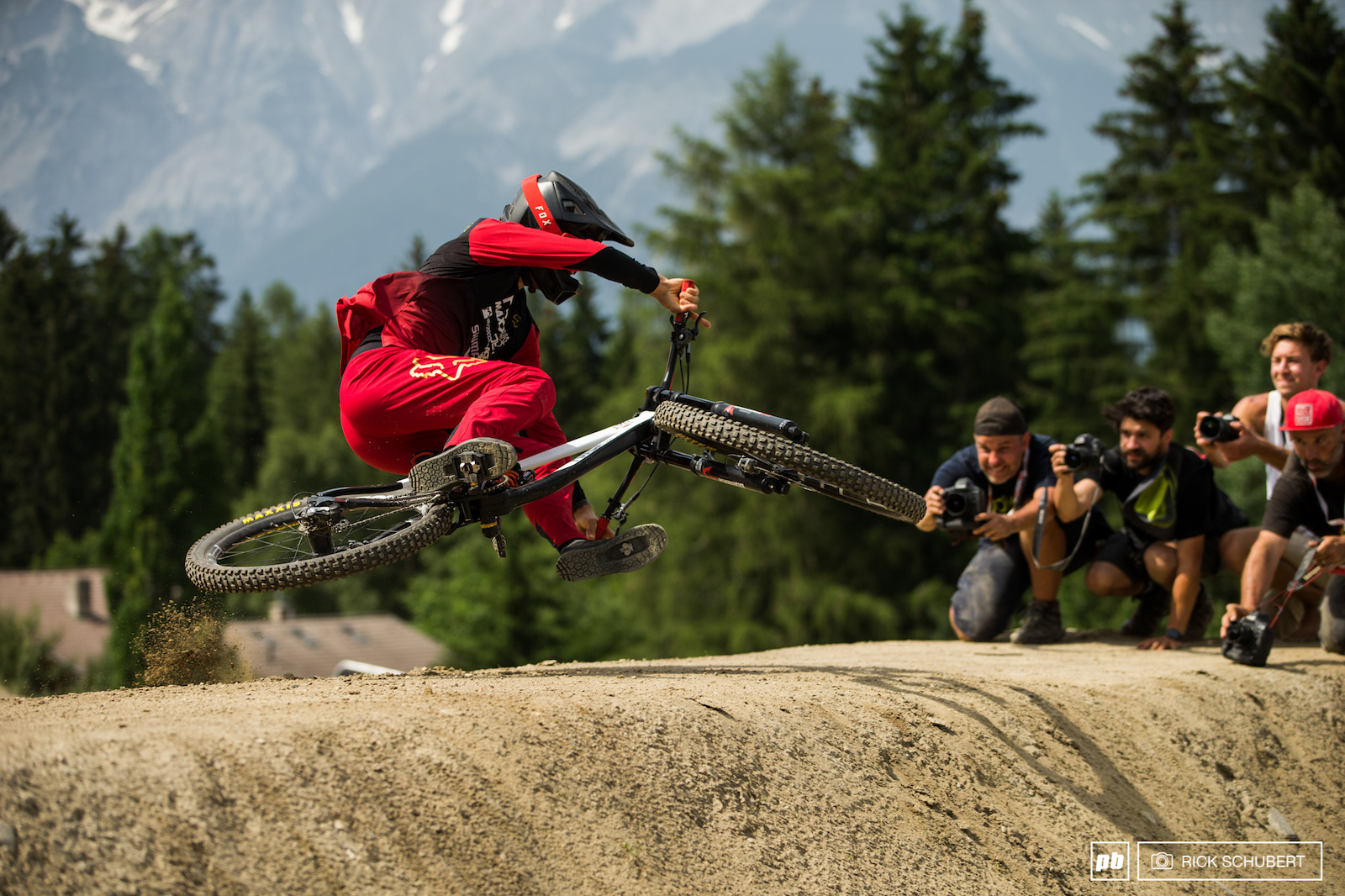 Bas van Steenbergen with a real unique style and method to keep it low.