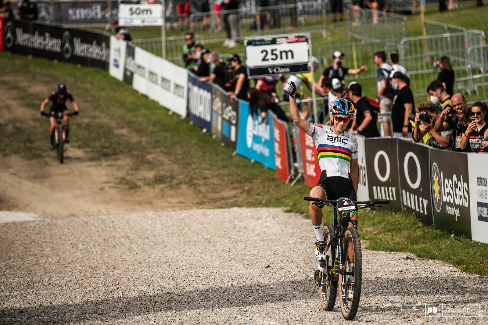 Pauline Ferrand Prevot eventually managed to break free and finish 4 seconds up on Sina Frei.