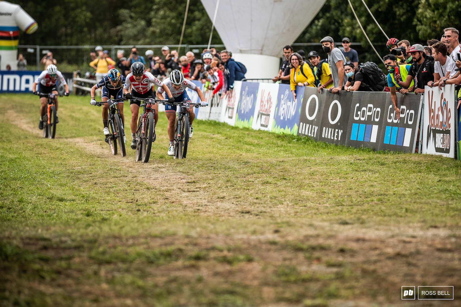 It came down to a 3 way sprint between Sina Frei Evie Richards and Pauline Ferrand Prevot.