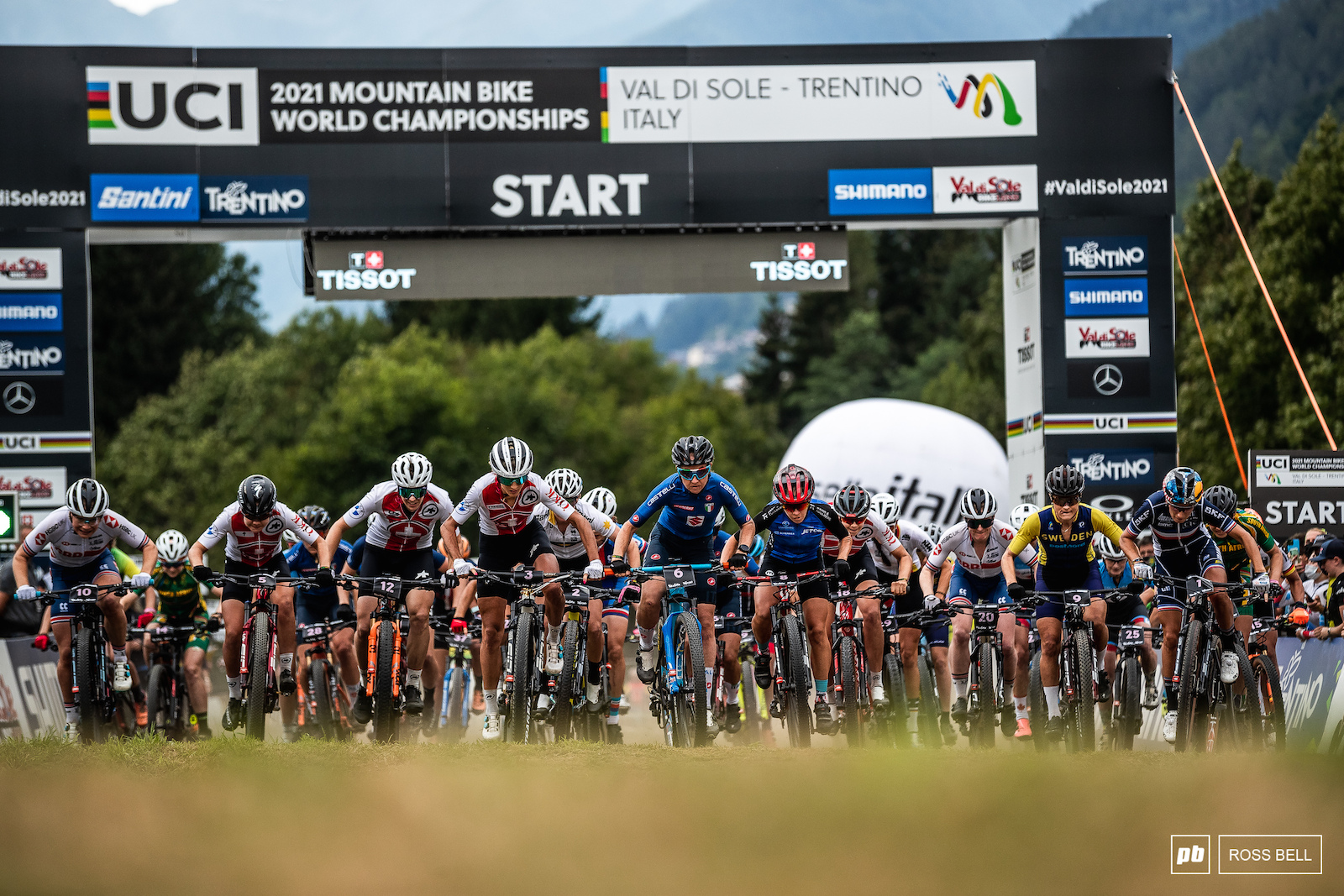 The women leave the start for a fast and frantic 20 minutes in the saddle.