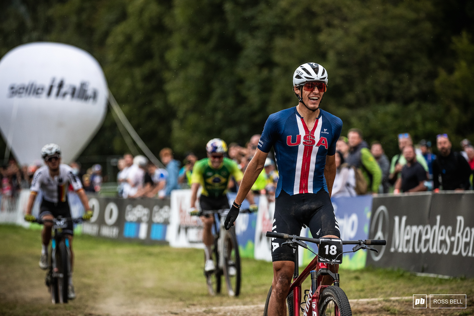Christopher Blevins rode the last lap to perfection and was rewarded with the very first World Championships in XC Short Track.