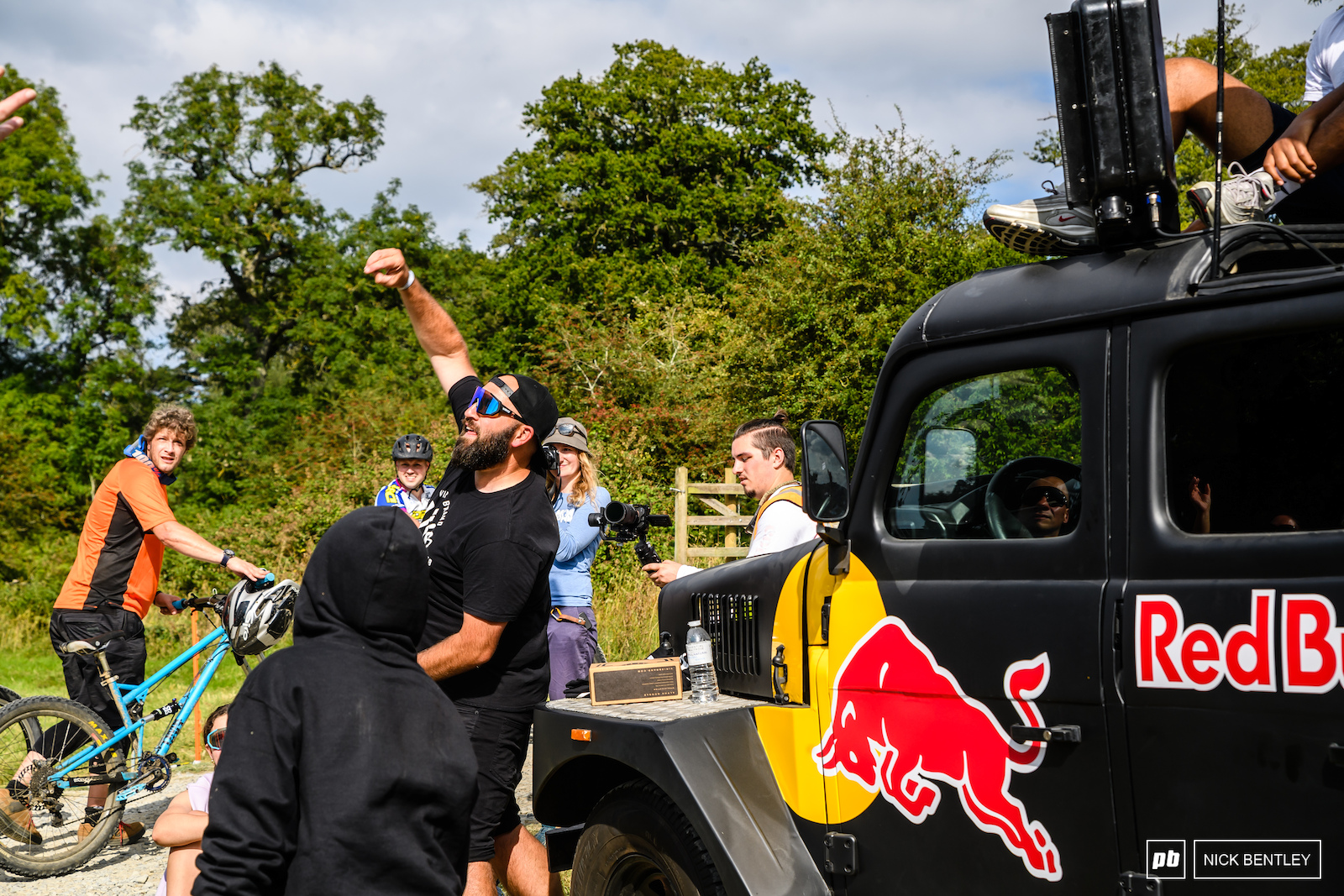 Andy Ward from Viris doing a mid downhill race giveaway leading to the inevitable carnage for some free goodies