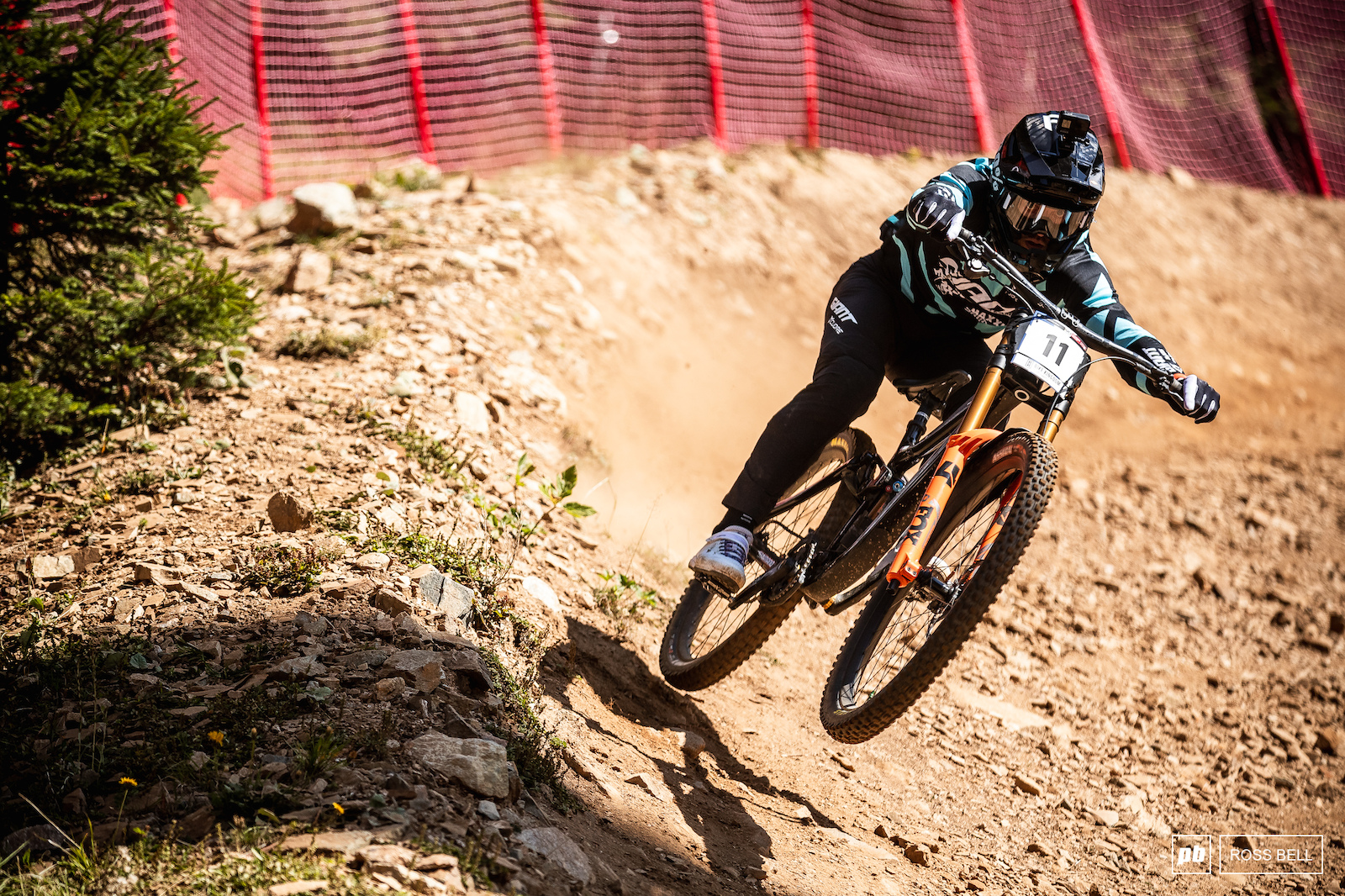 Remi Thirion pushing hard in the flat out turn.