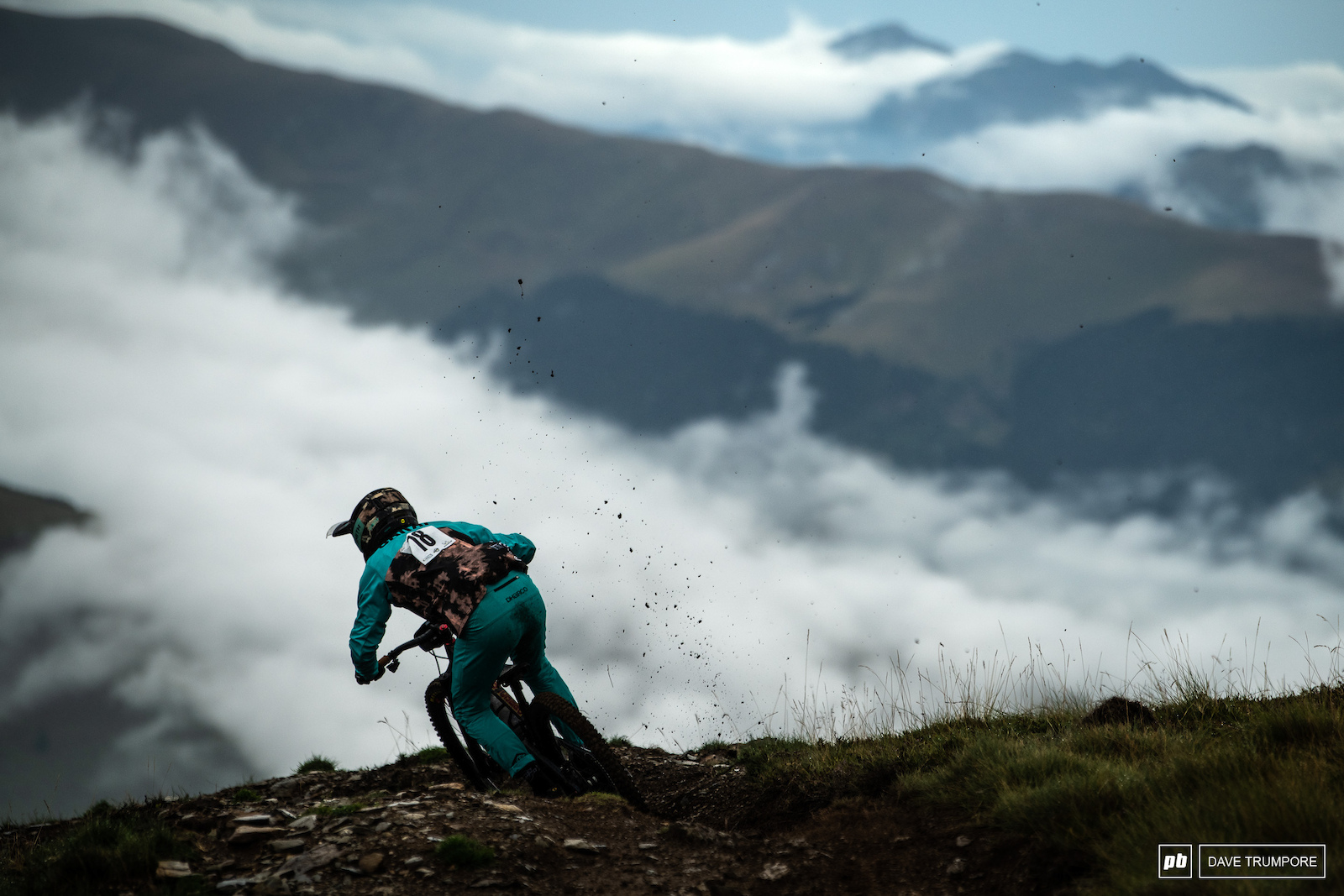 Iago Garay above the clouds on stage 1