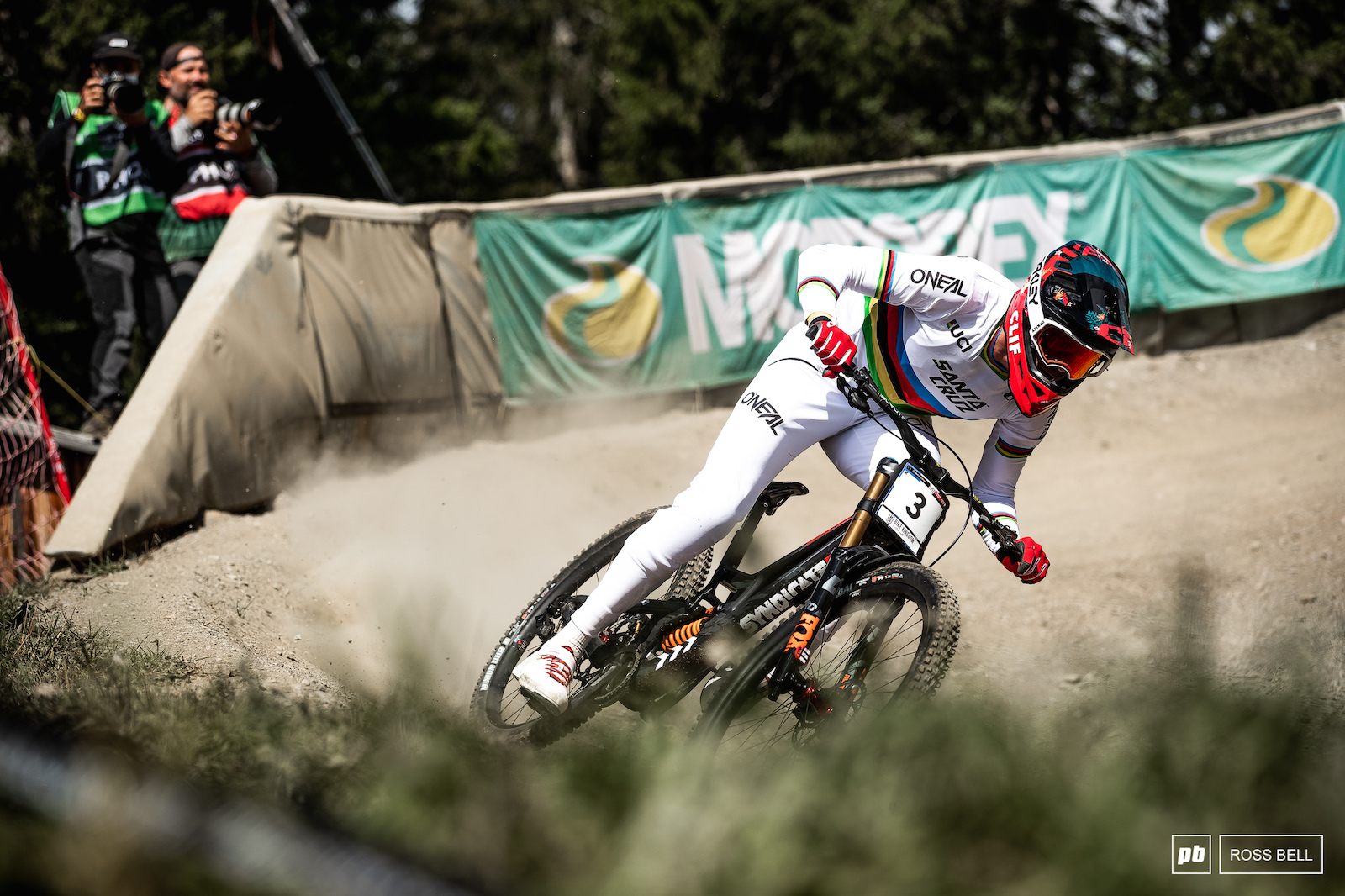 Greg Minnaar gives those fresh rainbow stripes a race run unfortunately it wasn t Greg s day and he ended up 19th.