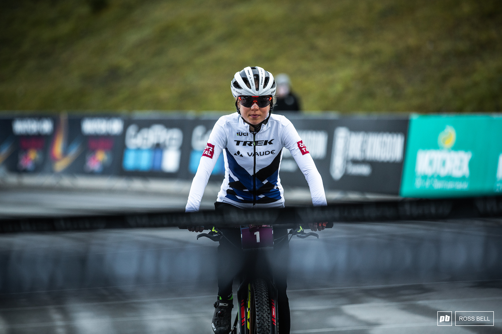 Mona Mitterwallner rolls up to the start line.