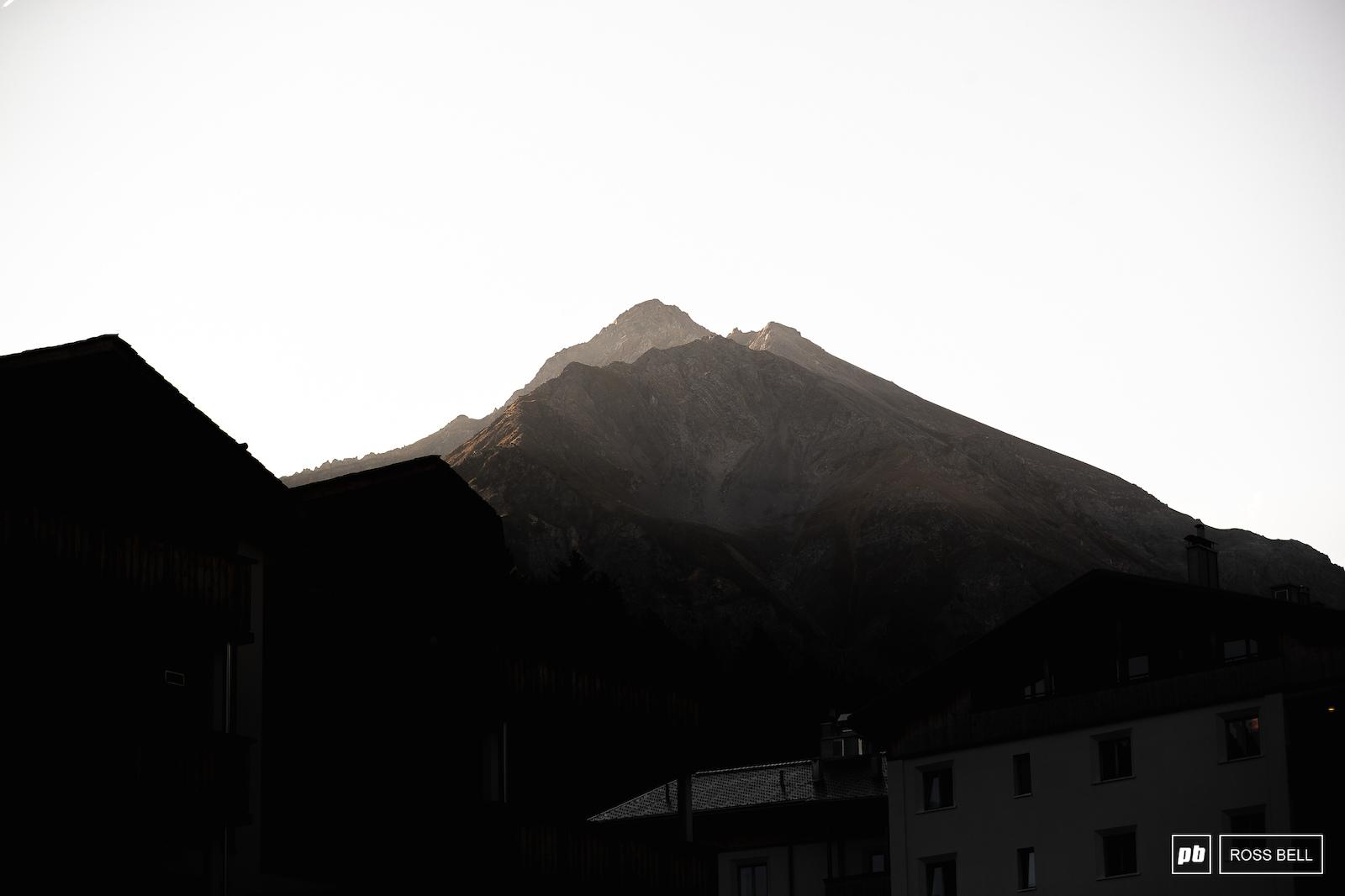 The sun beginning to slowly sink into the valleys around Lenzerheide.