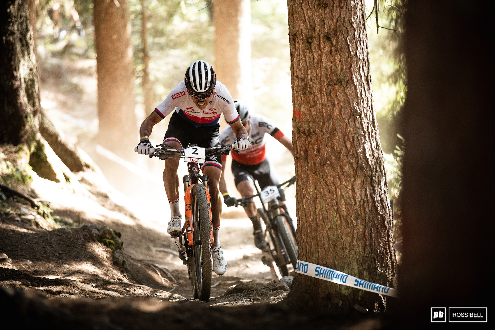 Ondrej Cink and Titouan Carod do battle mid way through the race.