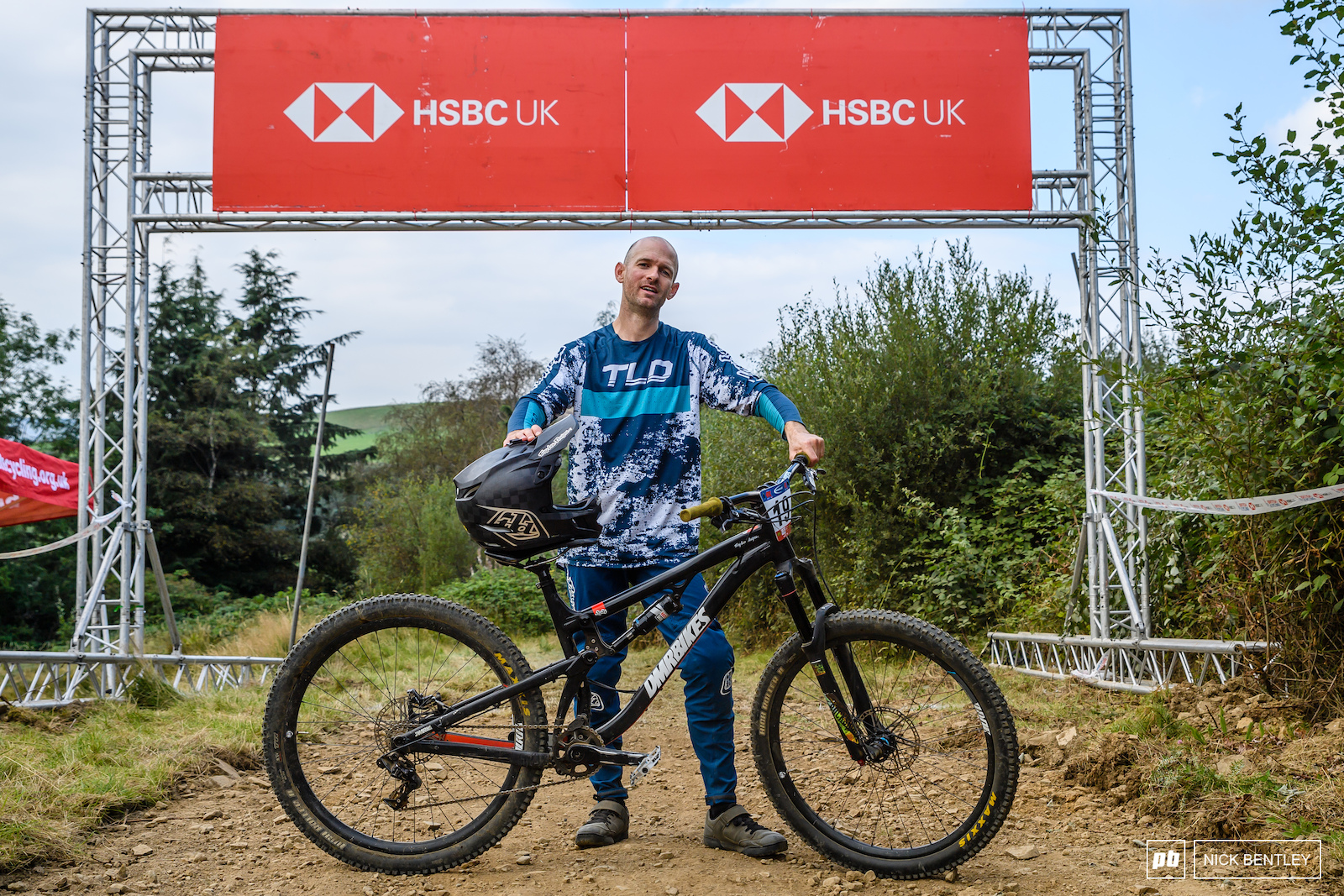 The return of Duncan Ferris. Back to back wins on the Afan track for Duncan just a small matter of 2 years and a pandemic in-between. Duncan was out racing and winning on an enduro trail bike proof that you really can race 4X on any bike.