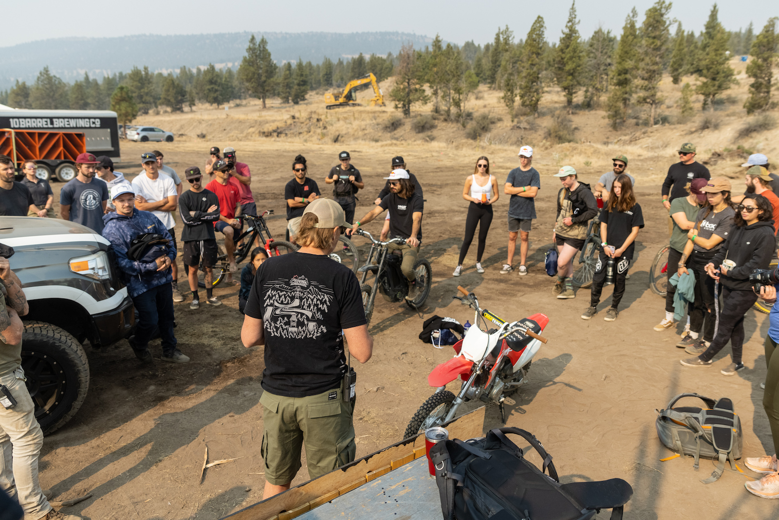 Riders meeting - Johnny pay attention and stop looking at E-Boy s new shoes.