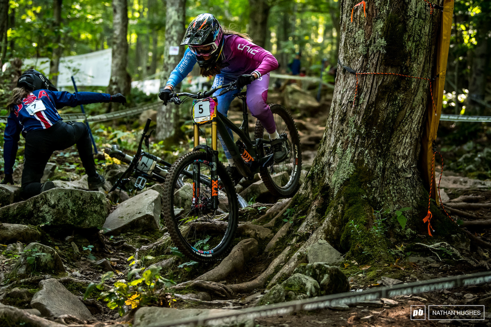 Siel Van der Velden with a tactical overtake on her way to 2nd place junior.
