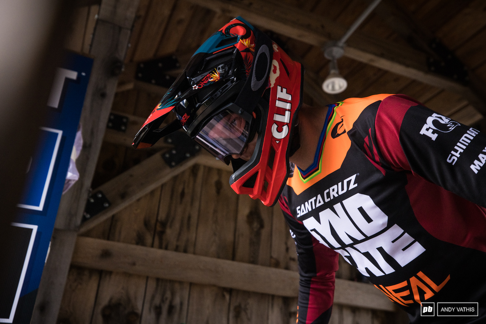 Greg Minnaar decided to try to shut out the pain after taking a nasty spill in yesterday s qualie. Unfortunately he only made it to the first sections of woods before pulling the plug.