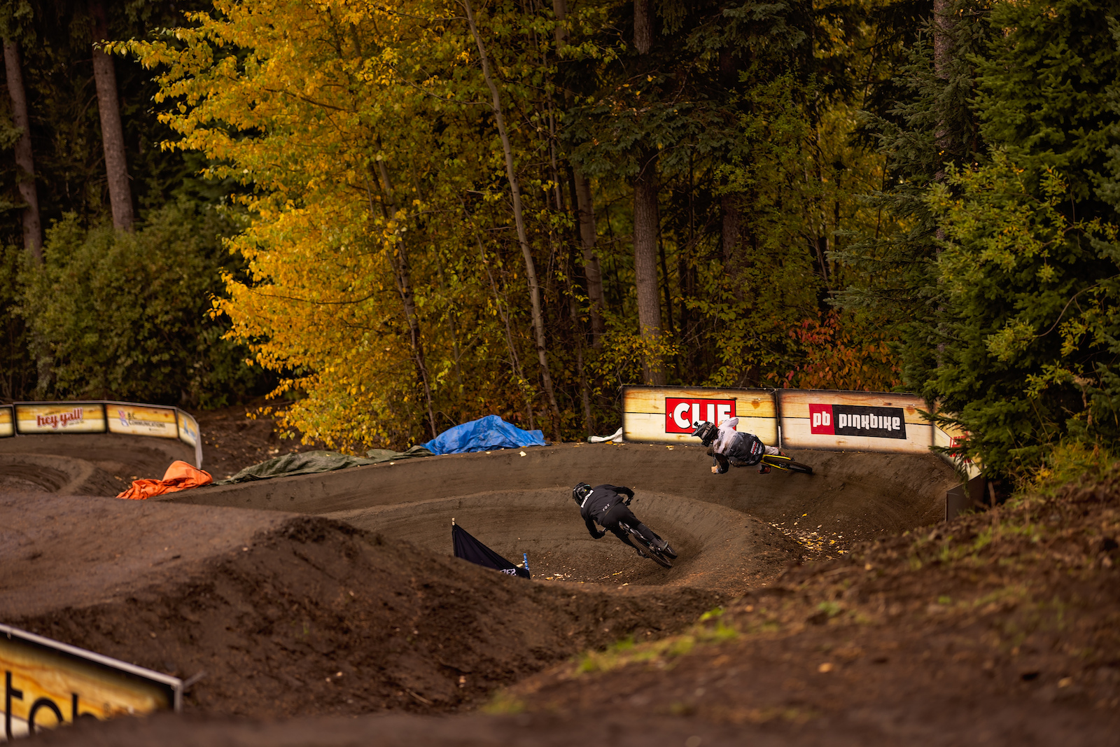 Bas Van Steenberge Keegan Wright running through the course. Fall time is all time here in Sunpeaks
