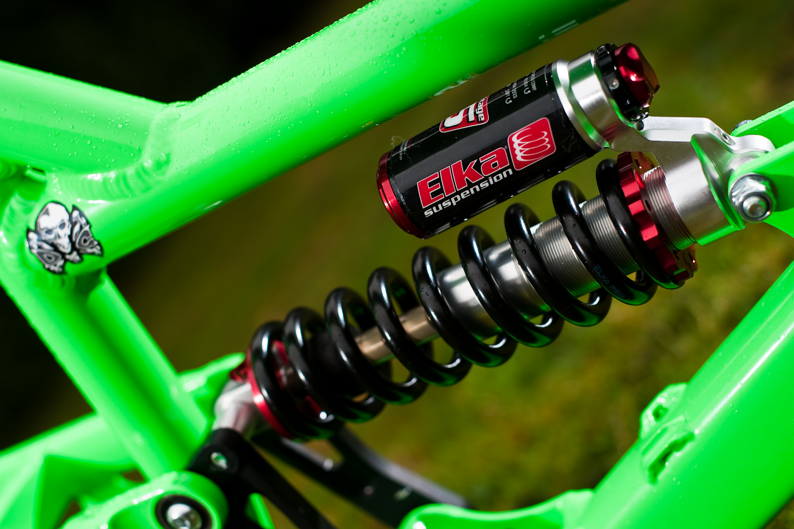 Elka stage 5 rear shock included on the new Cove STD, with High/Low speed compression and rebound adjustments.