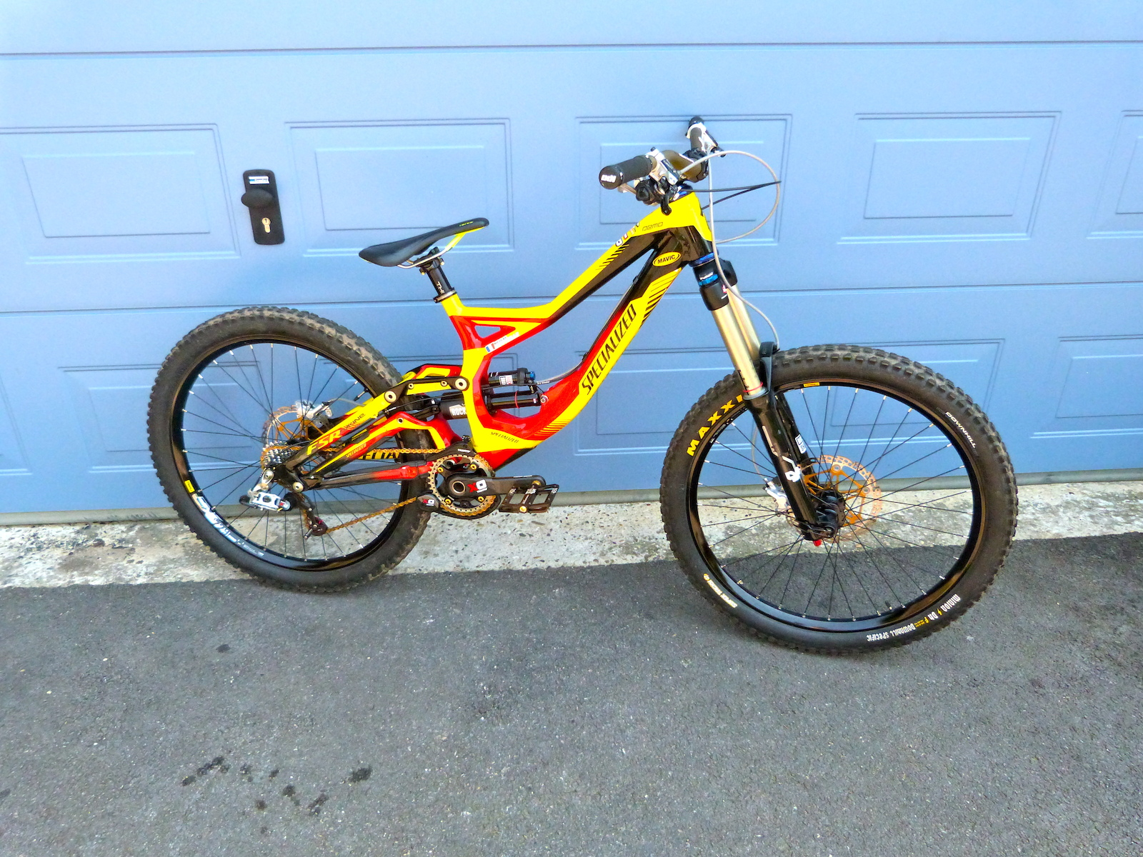 Upgrade on my Specialized demo with Lyrick, vivid air, ckris king, and full sram X0